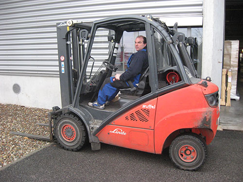 The seat of a forklift truck is a workplace with temporarily high vibration exposition
